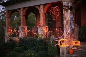 house-scary-halloween-decorations